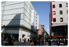 松屋 銀座と三菱東京UFJ銀行