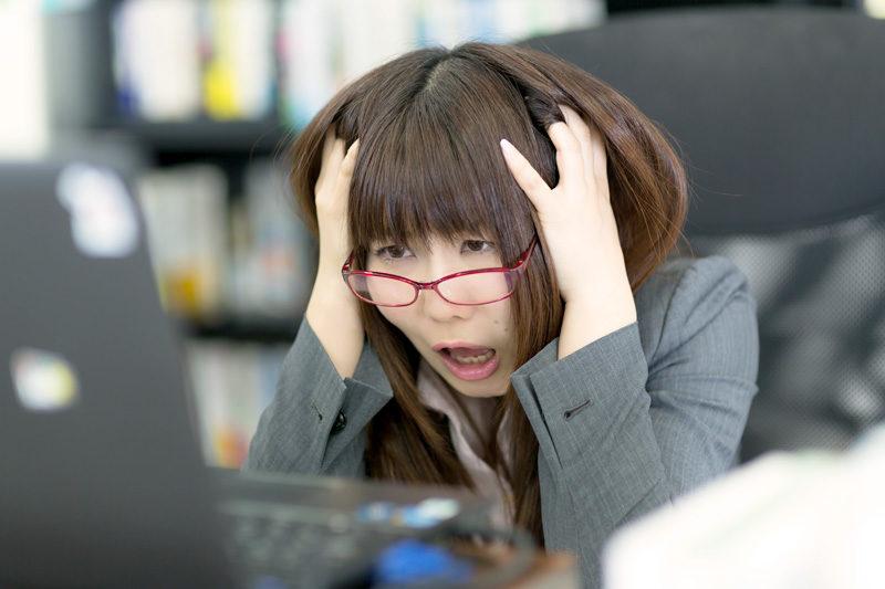 腰痛|20代 女性「デスクワーク中、腰と背中が痛い。」