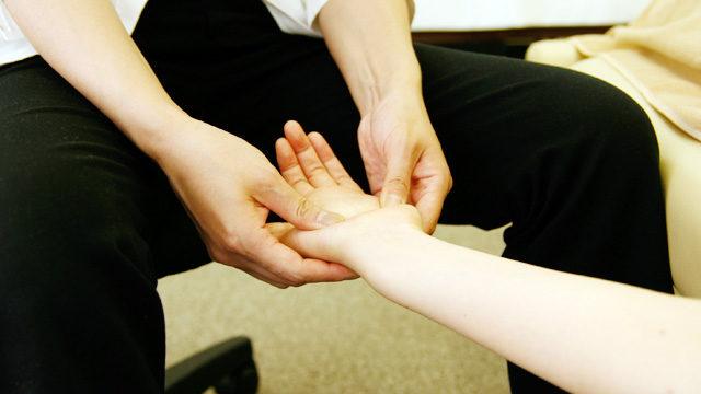 ハンドトリートメント|肩こりや腕の疲労感、むくみ・冷え性に。|hands treatment
