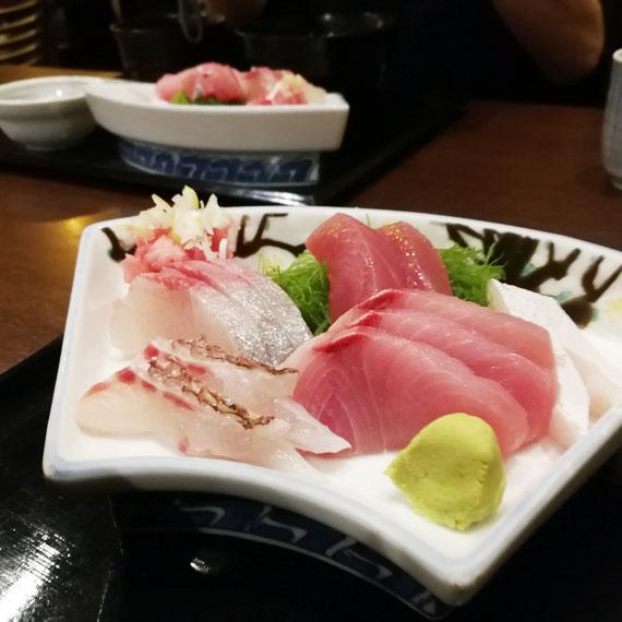 千里浜さんの刺身定食