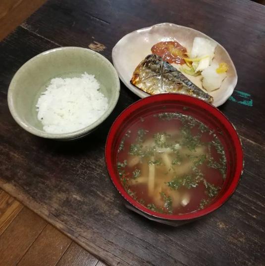 お昼ごはんは鯖の塩焼き定食